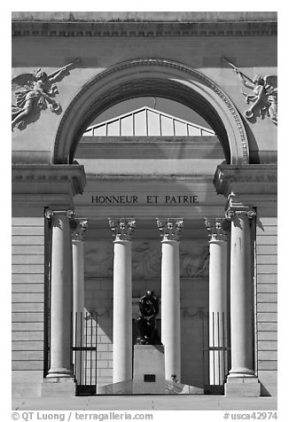 The Thinker by Rodin in front of Palace of the Legion of Honor museum, Lincoln Park. San Francisco, California, USA (black and white)