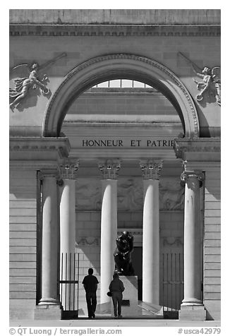 Entrance, Rodin sculpture, and visitors, California Palace of the Legion of Honor museum. San Francisco, California, USA