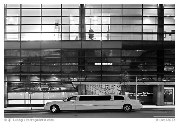Limousine and glass building. San Francisco, California, USA (black and white)