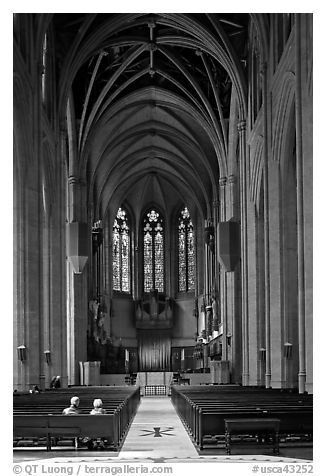 Nave, Grace Cathedral. San Francisco, California, USA (black and white)