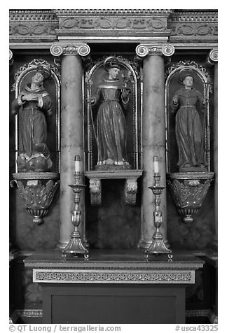 Sculptures, Mission San Francisco de Asis. San Francisco, California, USA (black and white)