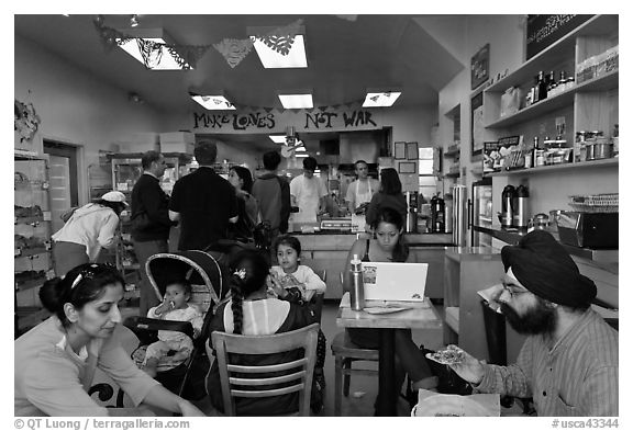 Indian family inside popular pizza restaurant, Haight-Ashbury district. San Francisco, California, USA (black and white)