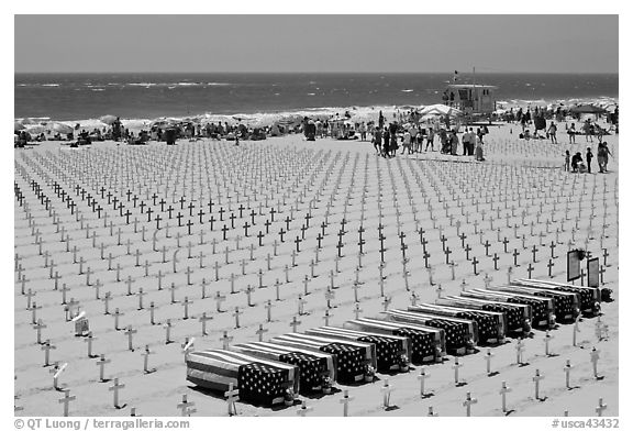 Arlington West Iraq war memorial, Santa Monica beach. Santa Monica, Los Angeles, California, USA (black and white)