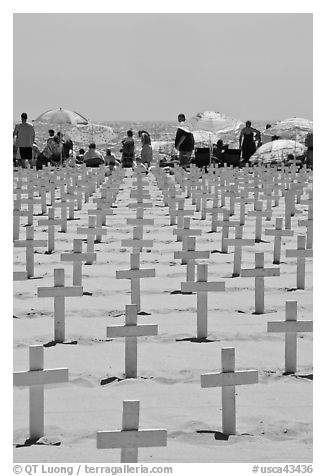 Crosses and beach unbrellas. Santa Monica, Los Angeles, California, USA (black and white)