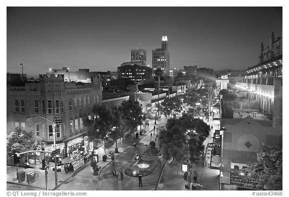 View from above of Third Street Promenade at dusk. Santa Monica, Los Angeles, California, USA (black and white)