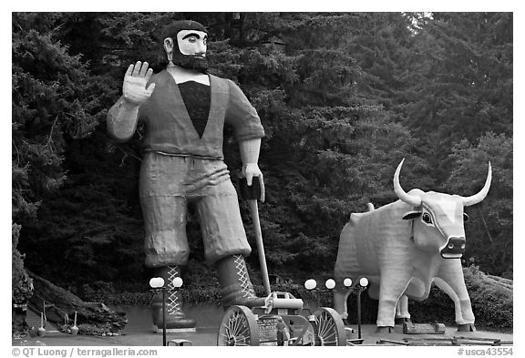 Giant figures of Paul Buyan and cow. California, USA (black and white)