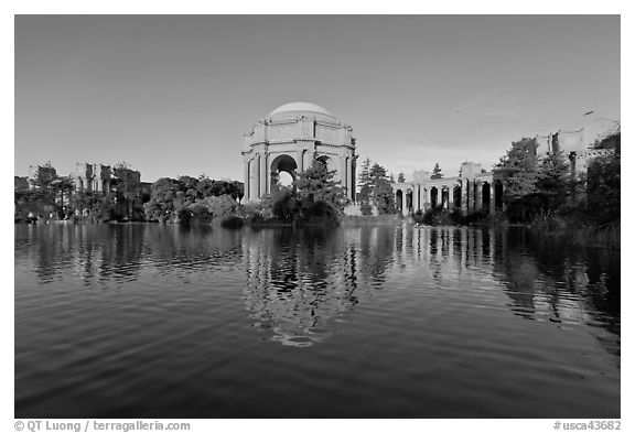 Palace of Fine arts and lagoon, early morning. San Francisco, California, USA (black and white)