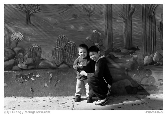 Boys and mural, Mission District. San Francisco, California, USA (black and white)