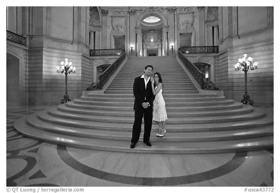 Just married couple at the base of the grand staircase, City Hall. San Francisco, California, USA (black and white)