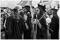 Women students with ballon, commencement. Stanford University, California, USA ( black and white)
