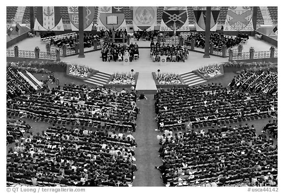 Students and university officials during commencement ceremony. Stanford University, California, USA (black and white)