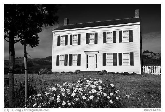 The White House of Half Moon Bay, James Johnston Homestead. Half Moon Bay, California, USA (black and white)