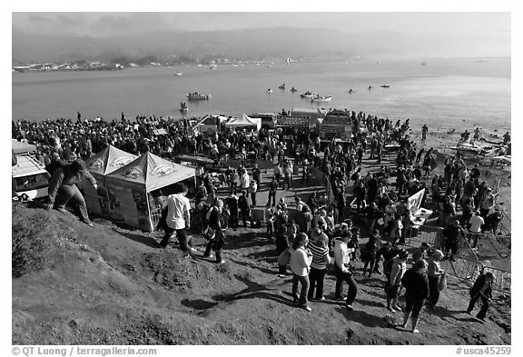 Crowds gather for mavericks competition. Half Moon Bay, California, USA (black and white)