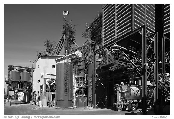 Grain elevator, Oakdale. California, USA (black and white)