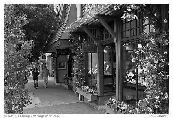 Sidewalk and stores on Ocean Avenue. Carmel-by-the-Sea, California, USA