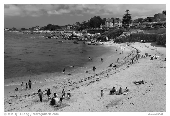 Picnic, Lover s Point Beach. Pacific Grove, California, USA (black and white)