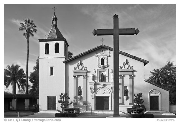 Cross and Mission Santa Clara de Asis, early morning. Santa Clara,  California, USA