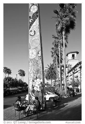 Decorated obelisk in shopping mall, Sunnyvale. California, USA (black and white)