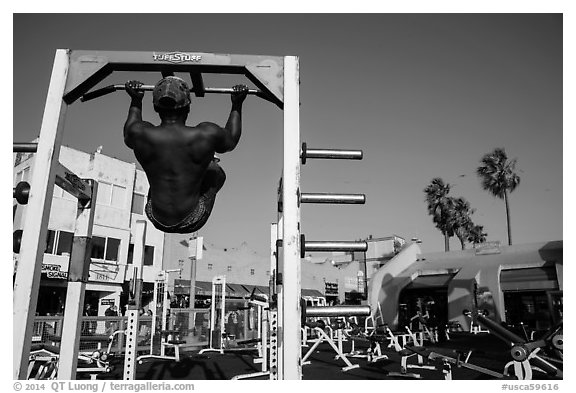 Muscle Beach, Ocean Front Walk. Venice, Los Angeles, California, USA (black and white)