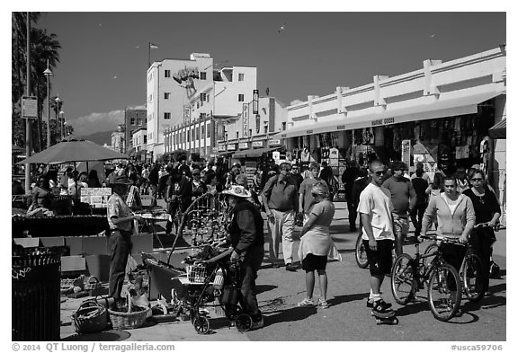 Packed Ocean Walk. Venice, Los Angeles, California, USA (black and white)