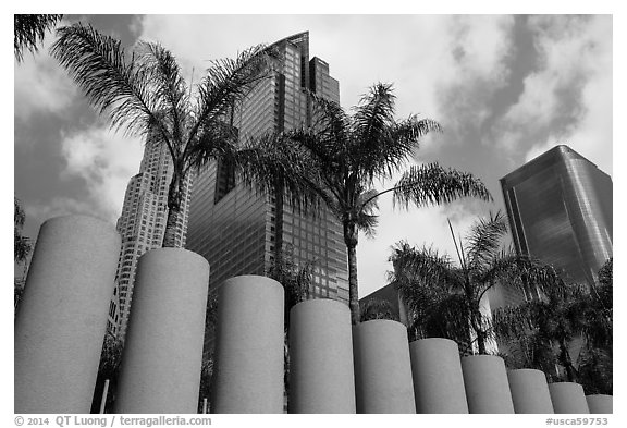 Sculpture on Pershing Square. Los Angeles, California, USA (black and white)