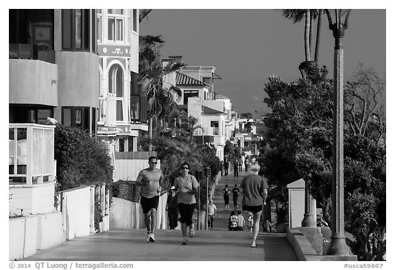 People exercising, beachfront promenade, Manhattan Beach. Los Angeles, California, USA (black and white)