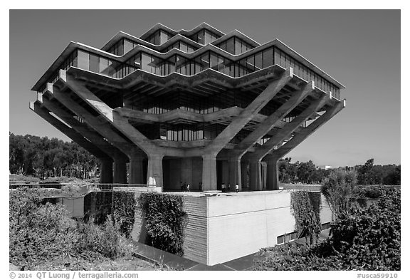 Geisel Library, in brutalist architectural style, UCSD. La Jolla, San Diego, California, USA (black and white)
