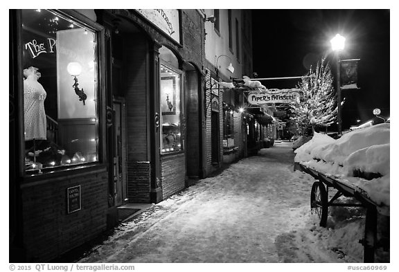 Snowy sidewalk at night, Truckee. California, USA (black and white)