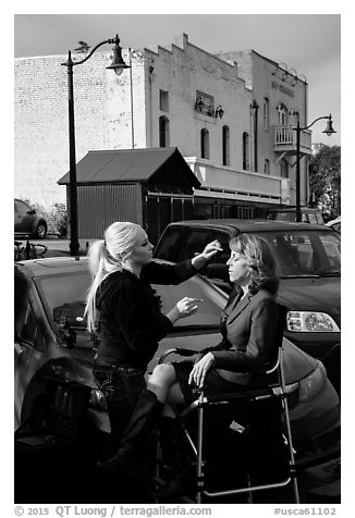 Makeup artist working on the street. Petaluma, California, USA (black and white)