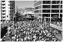 Crowds in the streets during the Bay to Breakers race. San Francisco, California, USA (black and white)