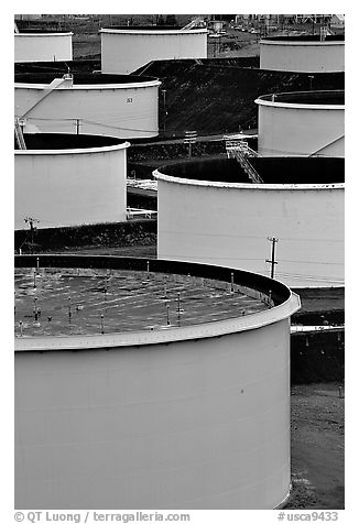 Storage citerns, Rodeo San Francisco Oil Refinery. San Pablo Bay, California, USA