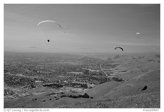 Paragliders, Mission Peak Regional Park. California, USA