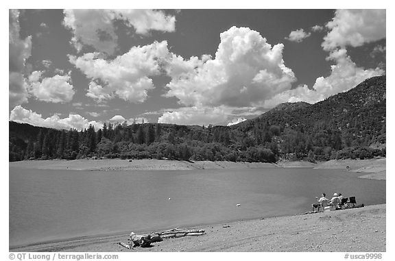 Family on the shore of Shasta Lake. California, USA