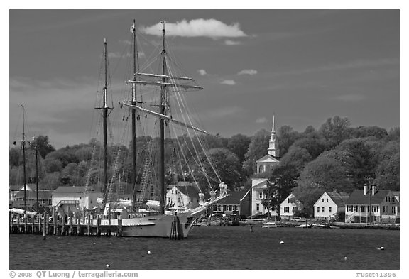 Mystic River, tall ship and village. Mystic, Connecticut, USA (black and white)