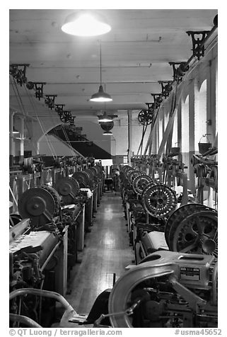 Power looms, Boott Cottom Mills Museum, Lowell National Historical Park. Massachussets, USA (black and white)