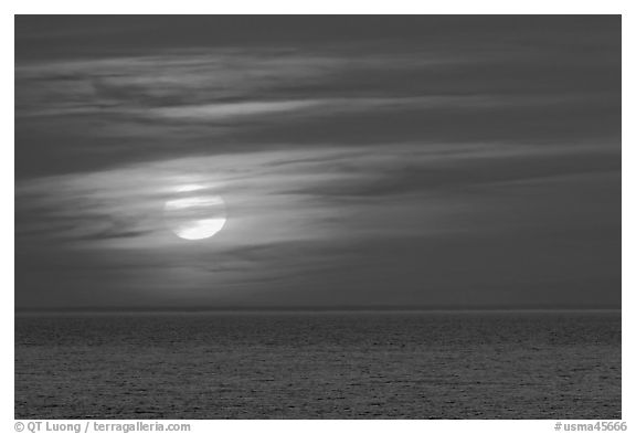 Sunset over Cape Cod Bay, Cape Cod National Seashore. Cape Cod, Massachussets, USA (black and white)