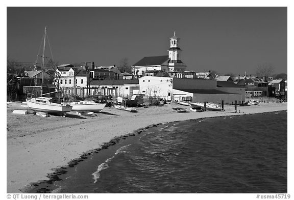 Yachts on beach and church, Provincetown. Cape Cod, Massachussets, USA (black and white)