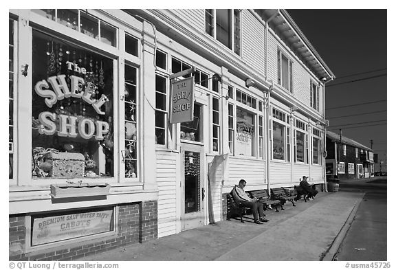 Men sitting on sidewalk benches, Provincetown. Cape Cod, Massachussets, USA (black and white)