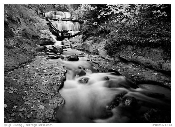 Black and white picture photo sable falls in autumn pictured rocks national lakeshore upper michigan peninsula usa