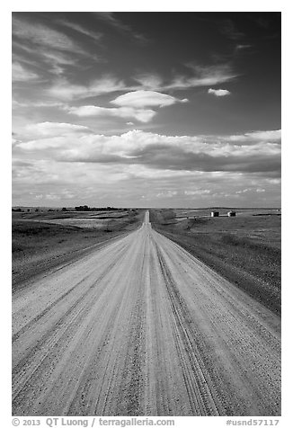 Gravel road. North Dakota, USA (black and white)