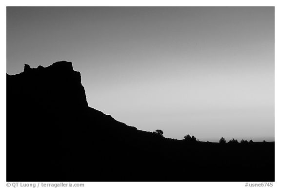 Scotts Bluff profile at sunrise. Scotts Bluff National Monument. South Dakota, USA (black and white)