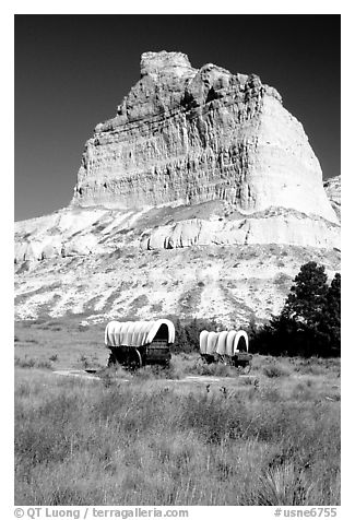 Old wagons and bluff. Scotts Bluff National Monument. Nebraska, USA (black and white)