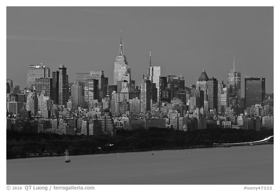 city skyline wallpaper black and white. New York City skyline at