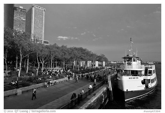 Tour boat along Battery Park, evening. NYC, New York, USA (black and white)