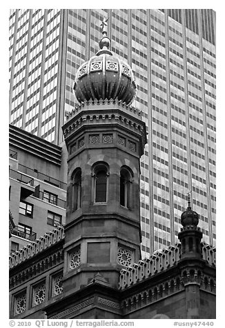 Central synagogue dome. NYC, New York, USA (black and white)