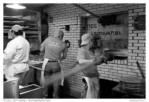 Pizza preparation, Lombardi pizzeria kitchen. NYC, New York, USA (black and white)