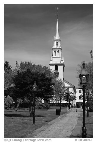 Park and white-steepled church. Newport, Rhode Island, USA (black and white)