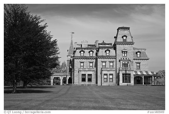 Chateau-sur-Mer mansion in Victorian style, viewed from lawn. Newport, Rhode Island, USA (black and white)