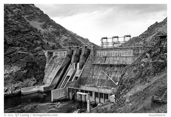 Hells Canyon Dam. Hells Canyon National Recreation Area, Idaho and Oregon, USA (black and white)