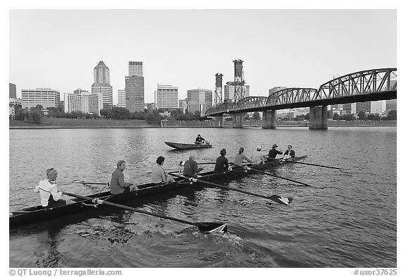Eight-oar shell and city skyline at sunrise. Portland, Oregon, USA (black and white)